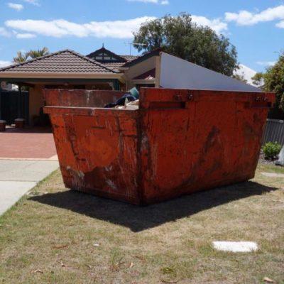 Rubbish Removal vs Skip Bin Hire: What's Right For You?